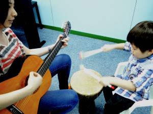 鼓樂絕對是幼兒喜愛的音樂活動,數拍子變得不沉悶了